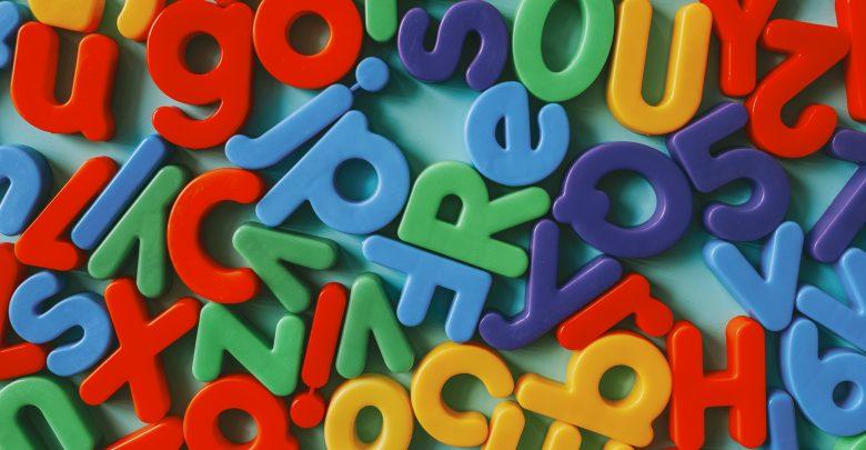 Az angol ábécé betűi és kiejtése (Fotó by rawpixel.com - www.freepik.com)